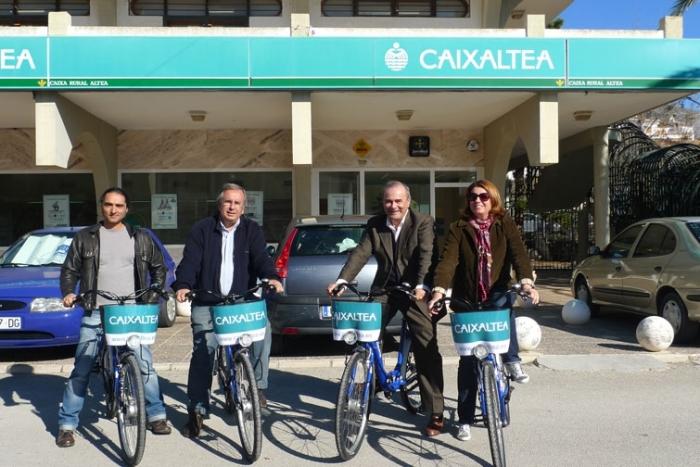 L'Ajuntament i Caixaltea signen un conveni de col·laboració amb per a promocionar el Servei de Préstec de Bicicletes.