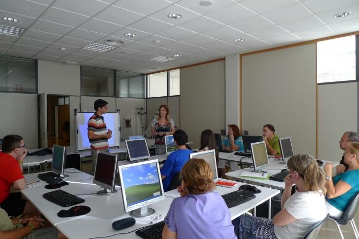 20 alumnes participen en el curs 'Trau partit a les xarxes socials: personal i professional'
