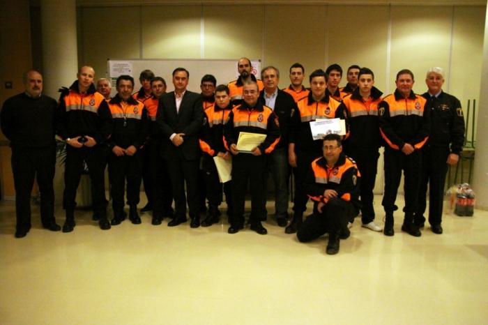 L'Ajuntament lliura els diplomes acreditatius als membres de Protecció Civil per la seva col·laboració altruista