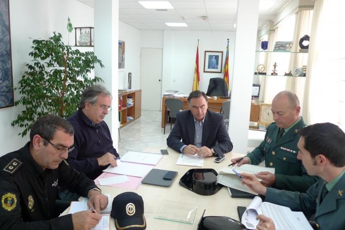 L'Alcalde d'Altea, Miguel Ortiz, ha presidit aquest matí la reunió de la Junta Local de Seguretat. Entre els punts tractats, cal destacar la reducció del nivell de delinqüència en la nostra localitat (índex de delinqüència per cada 1.000 habitants)