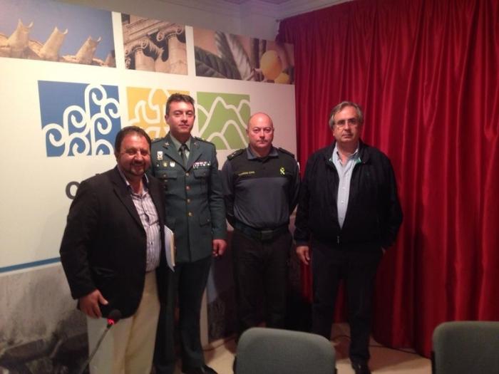 El regidor de Seguretat Ciutadana, Jaime Sellés, va participar ahir en la reunió per a la planificació i coordinació de les actuacions de prevenció del robatori de nespra, dins del Pla contra la sostracions en explotacions agrícoles i ramaderes