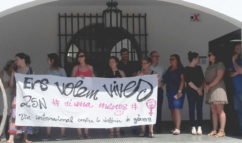 L'Ajuntament d'Altea es sumava el passat dilluns a la convocatòria #19JAlertaFeminista per donar lectura d'un manifest exigint que s'augmente el finançament destinat a la lluita contra la violència masclista