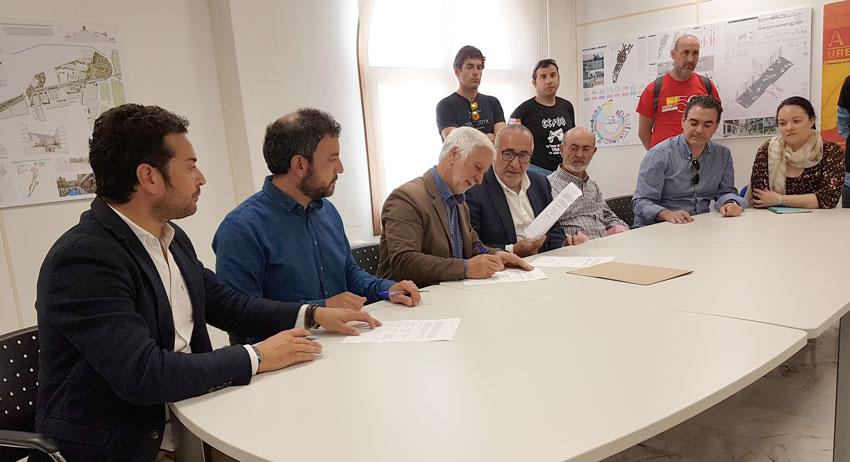 Alcaldes de la Marina Baixa i Alta signen un document dirigit a la ministra d'Ocupació i Seguretat Social en suport a Emaús