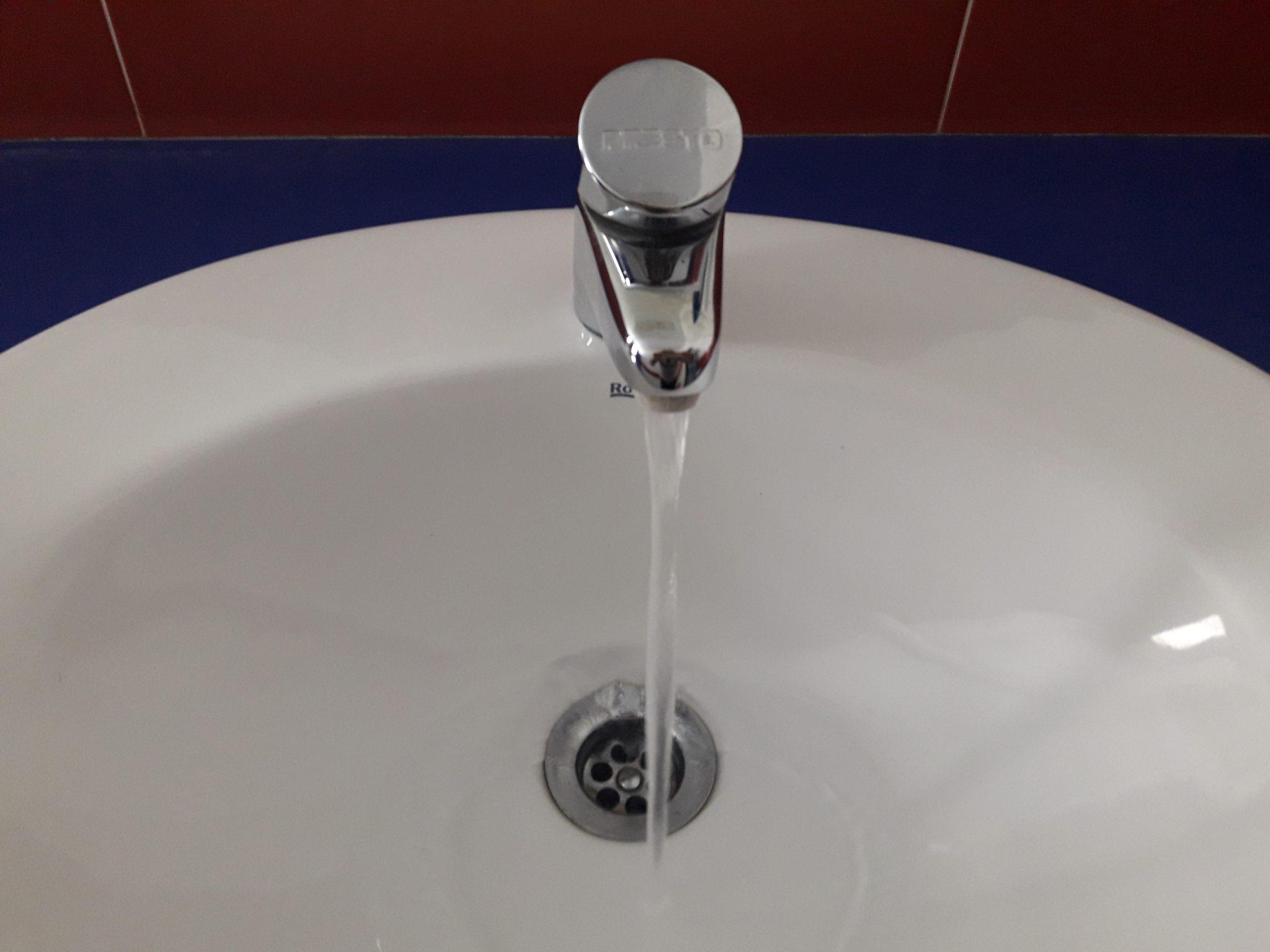 Queda prohibit el consum d'aigua per beure i preparar aliments a  Altea Hills i urbanització el Mascarat per elevats nivells de clorurs en l'aigua
