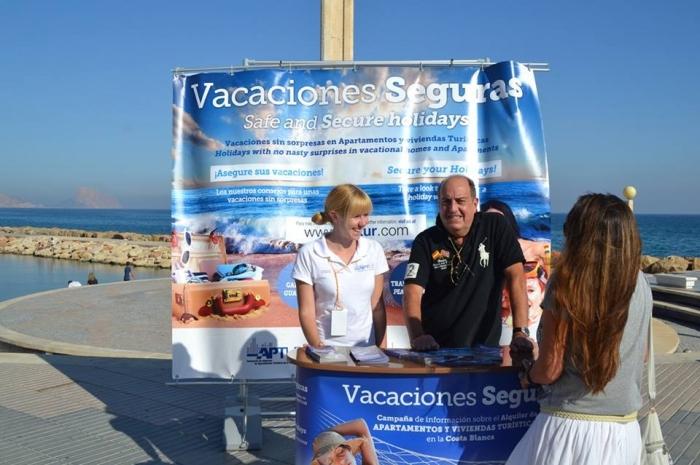 La Regidoria de Turisme i APTUR han realitzat a Altea una campanya d'informació sobre el lloguer d'apartaments turístics