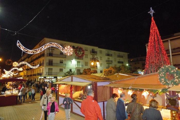 Altea inaugura el ''Mercat de Nadal'' que romandrà en la plaça de l'Ajuntament fins al dia 24 de desembre