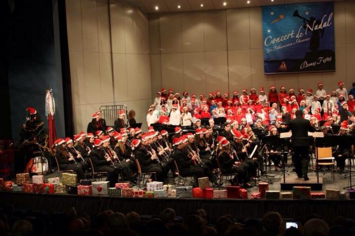 La Filharmònica celebra les seues activitats musicals per a felicitar el Nadal als alteans