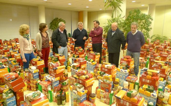 El Consell Local d'Emergència Social reparteix 250 lots d'aliments en la campanya extraordinària de Nadal