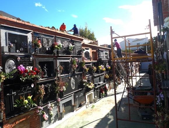 Escena Urbana repara els sostres dels nínxols més antics del cementeri municipal