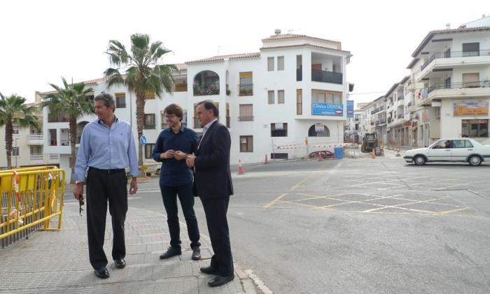La rotonda en la intersecció dels carrers Alcoi i Benidorm millorarà la seguretat en l'accés al casc antic de Altea