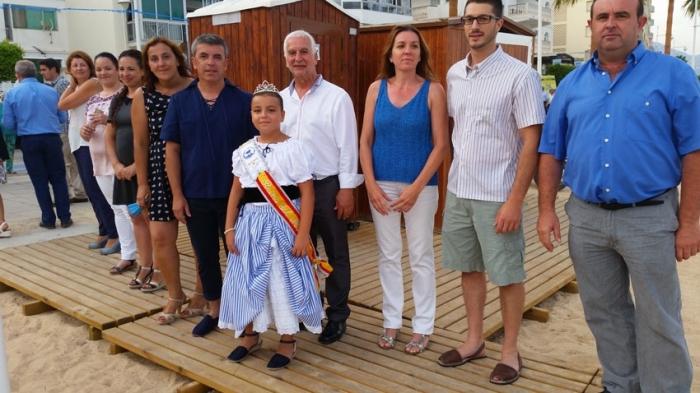 S'hissa la bandera blava de la platja de la Roda coincidint amb les festes de Sant Pere