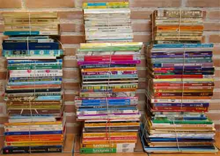 Educació estudia l'adhesió a les ajudes de la Generalitat per a la gratuïtat dels llibres