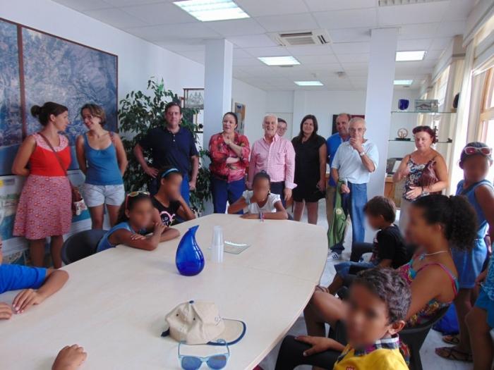 L'Alcalde rep als xiquets i xiquetes del Programa de 'Vacances en Pau'