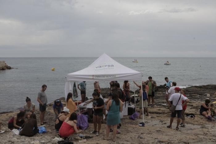 Èxit de la primera jornada de neteja del fons marí en la Cala del Soio i Cap Negret