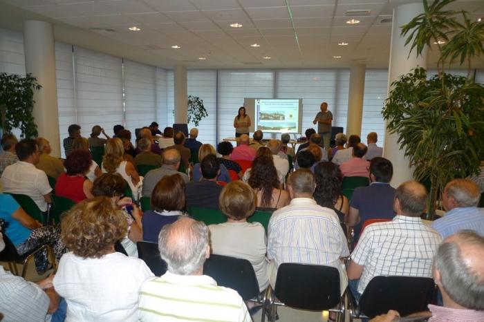 150 persones assisteixen a la reunió del Pla General per a les partides Cap Blanc, Planet i Pla d'Albes