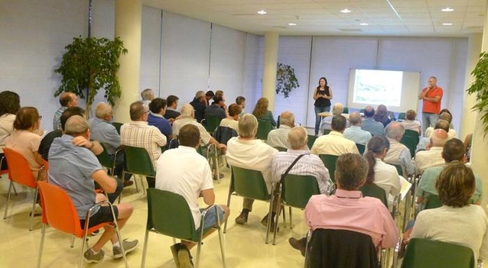 Els veïns del Pla del Castell, Montagut i l'Avinguda de La Nucia omplin el CEAM en una nova reunió informativa del PGOU