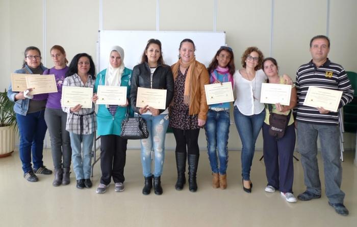 Verónica López fa entrega dels diplomes del curs de Noves Tecnologies aplicades a la recerca d'ocupació