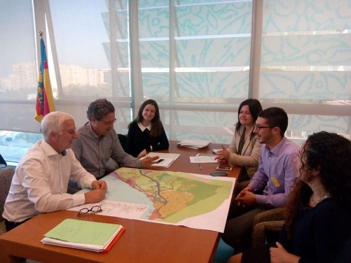 Una delegació de l'equip de govern alteà analitza en Conselleria la tramitació del Pla General