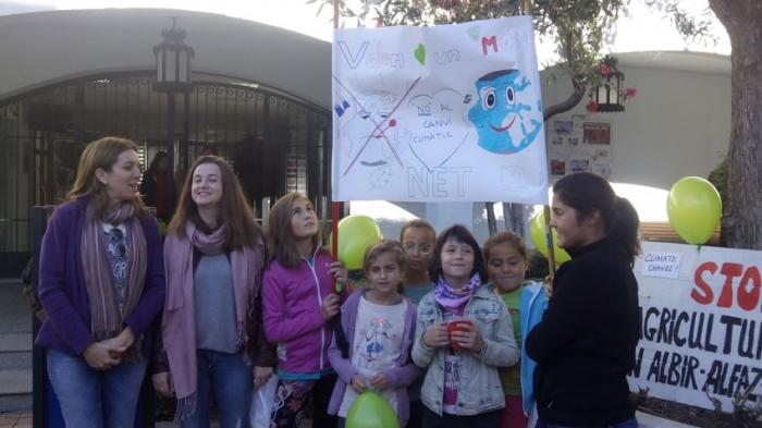 La Marxa Mundial pel Clima reuneix a Altea a més de 100 participants