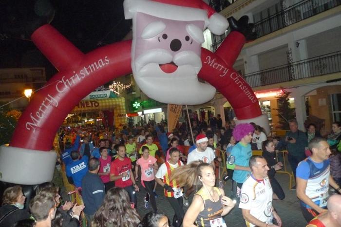 Més de 450 esportistes participen en la VIII 'Cursa Sant Silvestre Vila d'Altea Nocturna'