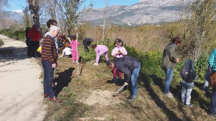 Èxit de participació en la jornada commemorativa del Dia de l'Arbre i els Aiguamolls