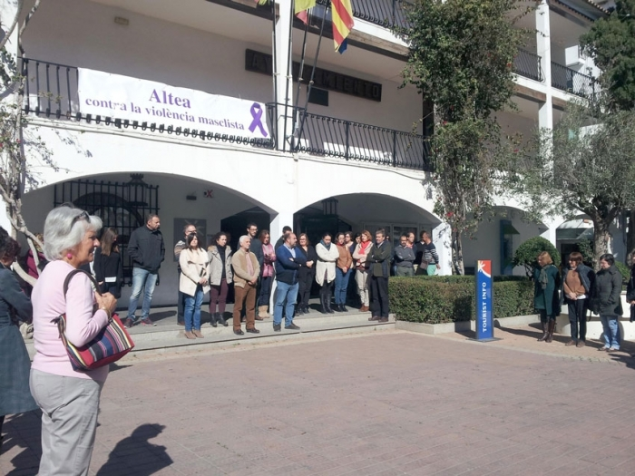 Concentració silenciosa en record i denúncia per l'última víctima de la violència de gènere