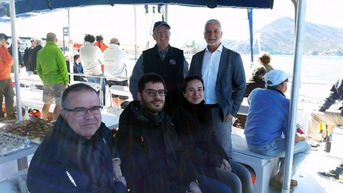 L'alcalde d'Altea, Jaume Llinares, acompanyat pel president del Club Nàutic Altea, José-Román Zurutuza, assisteixen a l'eixida de la regata 200 milles a2, des d'Altea amb rumb a Eivissa