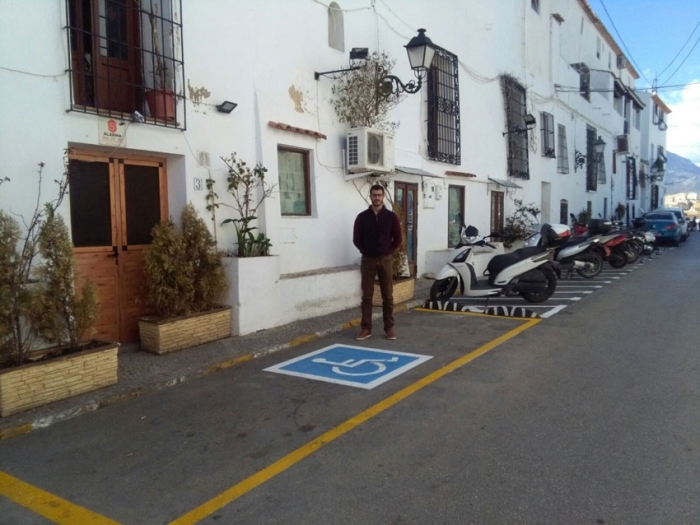 Roque Ferrer anuncia noves zones d'aparcament per a motos i la creació de nous estacionaments per a discapacitats en el nucli antic