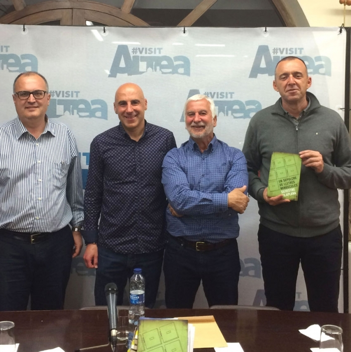 """L'escriptor Silvestre Vilaplana enceta el cicle de presentació de llibres """"Altea, llibres a la primavera"""""""