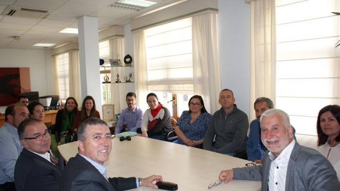 El conseller d'Economia Sostenible, Sectors Productius, Comerç i Treball, Rafael Climent, presenta en Altea el programa ''Avalem Joves''