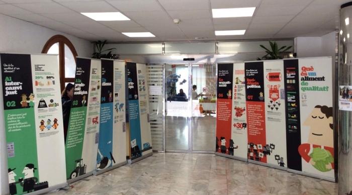 La planta baixa de l'Ajuntament ha acollit una exposició en commemoració del Dia Mundial de la Lluita Camperola