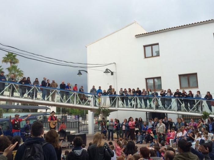 Al voltant de quatre-centes persones assisteixen a l'actuació de Dani Miquel que conclou el II Curs de Literatura Popular de la Universitat d'Alacant