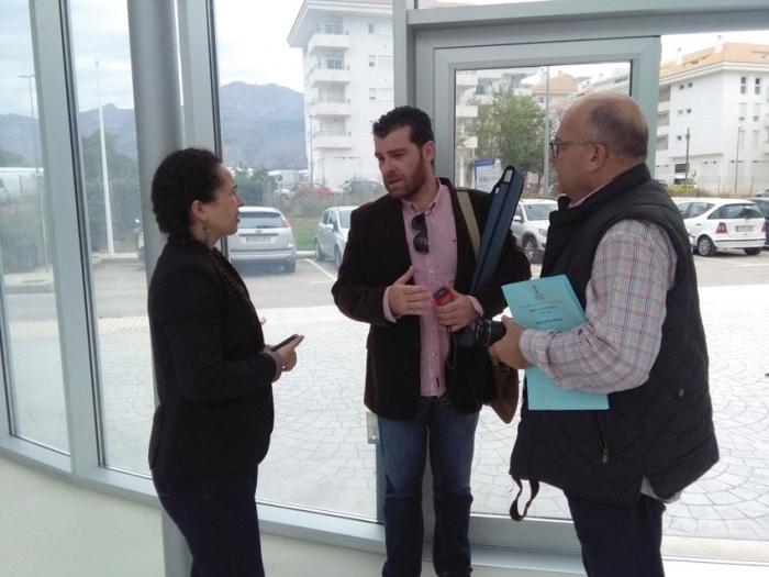 Vicenta Pérez acompanyada de tècnics de la Conselleria d'Educació realitza una visita a l'escoleta municipal