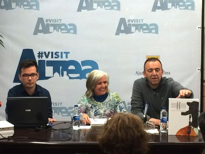 Joan Borja presenta ''Les llegendes secretes de Sara Llorens. Llegendes alacantines''