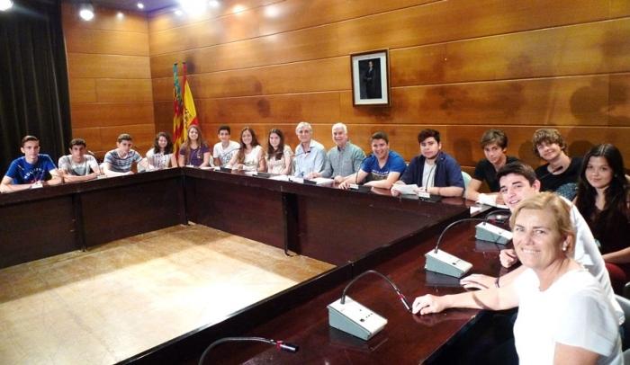 Alumnes de Secundària dels IES Bellaguarda i Altaia visiten l'Ajuntament per conèixer el funcionament de l'administració pública