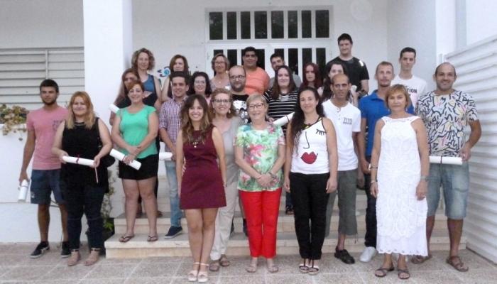 Els alumnes de l'Escola d'Adults d'Altea reben els títols de Graduat en Secundària