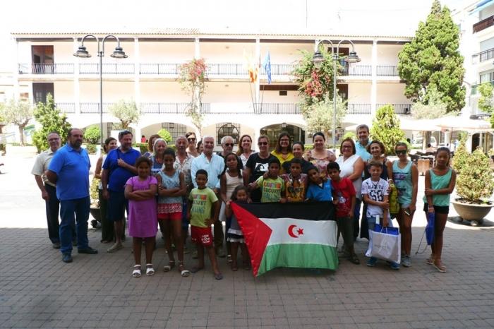 L'Ajuntament d'Altea rep als xiquets saharauís del projecte Vacances en Pau