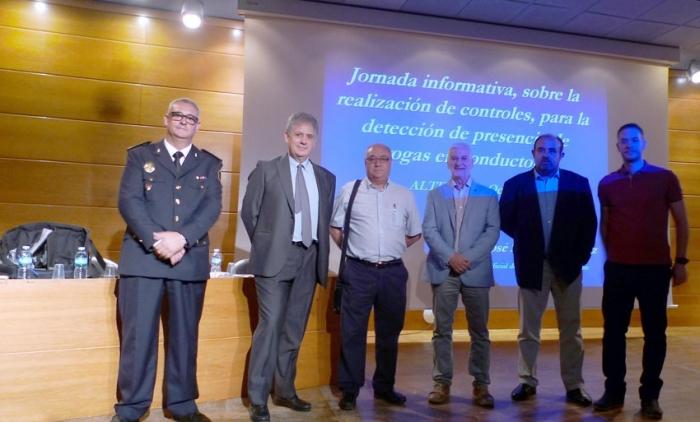 50 policies locals de la comarca participen a Altea en les I Jornades sobre detecció de presència de drogues a conductors
