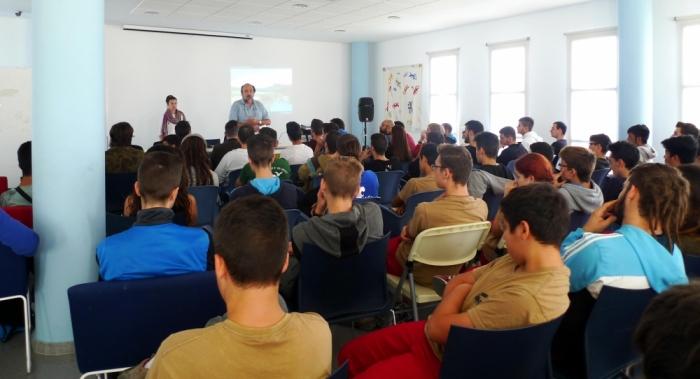 Un centenar de voluntaris participen en la Jornada de Voluntariat Mediambiental al riu Algar