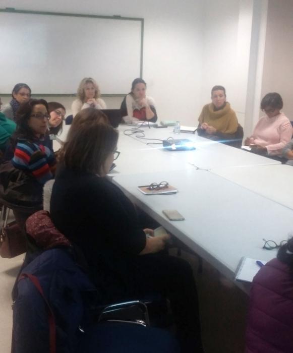 La regidora d'Igualtat, Verónica López, presideix la primera trobada per a la creació del Consell de les Dones d'Altea