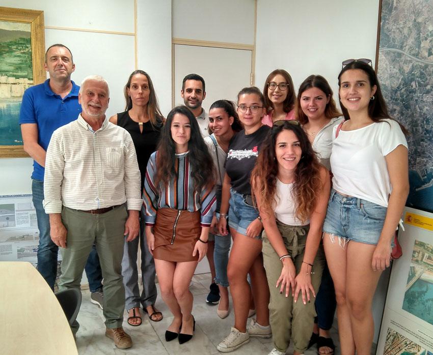 """L'alcalde d'Altea rep als joves del projecte """"Empowering women in sport via media"""""""
