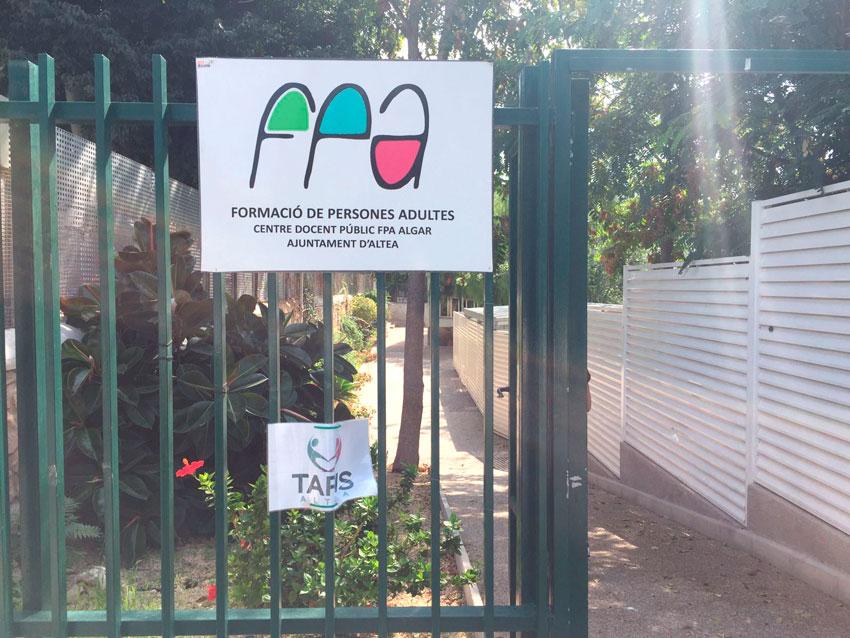 """La Concejalía de Educación destina 1.000 euros para sufragar las tasas de matrícula de enseñanzas regladas del Centro de Formación de Personas Adultas """"Algar"""""""