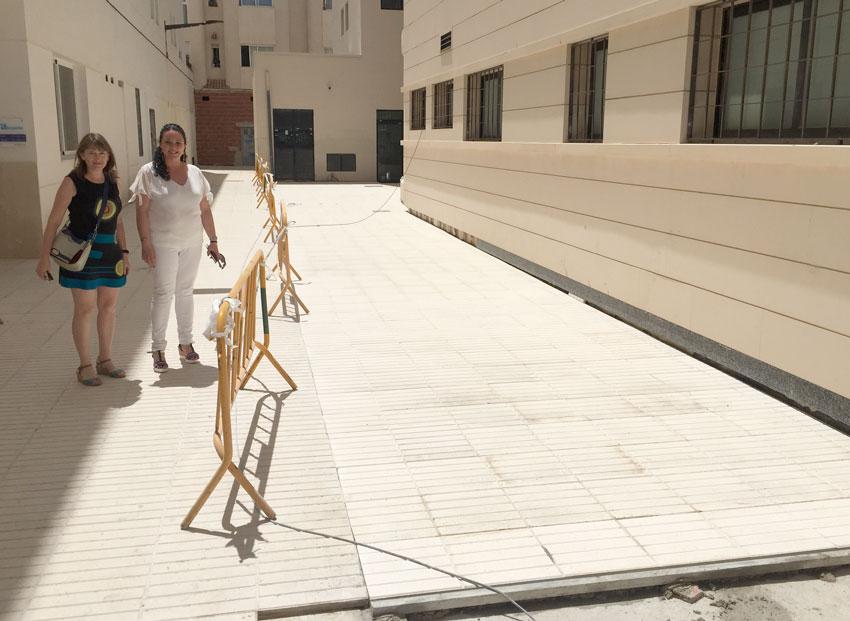 La Regidoria de Sanitat i el Departament de Salud de la Marina Baixa col•laboren amb l'empisat de la part posterior del Centre de Salud d'Altea