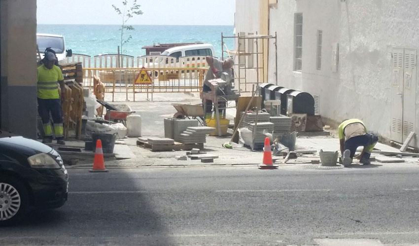 Es reprenen les obres dels carrers Gabriel Miró i Adolfo Quiles, i carrerons de la Barra i l'Escollera