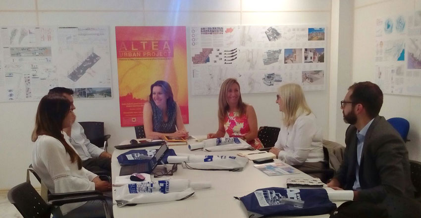 Anna Alvado es reuneix amb directius de l'operador turístic Jet2holidays i de la seua aerolínia Jet2com