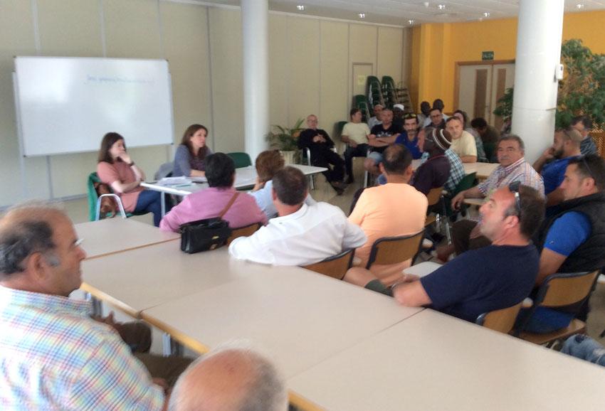 Anna Alvado mantiene una reunión con los comerciantes del mercadillo ambulante de los martes