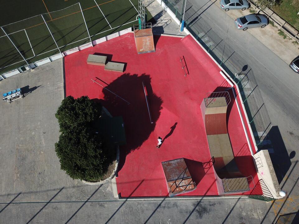 Esports adequa la zona de Skatepark