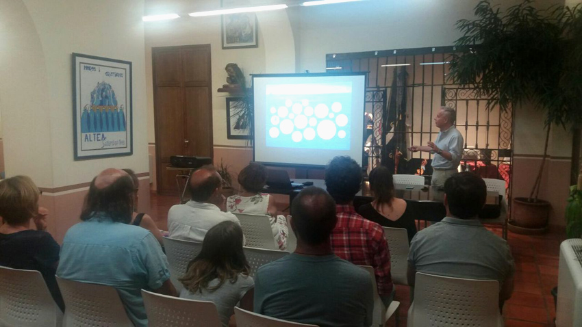 Daniel Rolileri visita Altea para impartir formación sobre medio ambiente