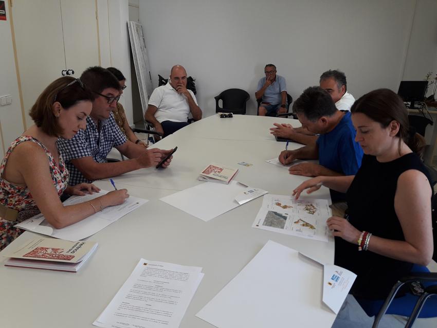 Fruits Secs Fuster, Cooperativa Agrícola i Ajuntament d'Altea signen un conveni de col·laboració que permetrà als agricultors vendre els seus ametlles al municipi