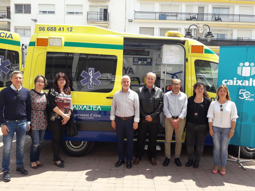 Altea renova una de les seues ambulàncies amb la col•laboració de Caixaltea